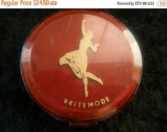 Christmas In July Sale 1940's 1950's Vanity Lucite Compact by Britemode Mid Century Home Decor Mad Men Mod Hollywood Regency Rockabilly Acce
