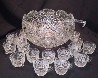 L E Smith Daisy & Button Punch Bowl Set 28 Cups Glass Ladle - Perfect for a wedding - Unused