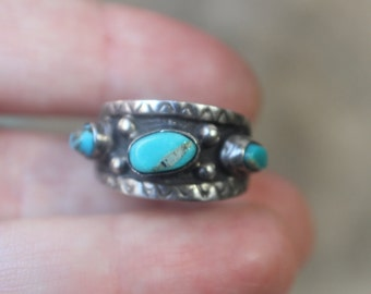 Turquoise Stacking RING / Early Southwest Jewelry / Sterling Silver Turquoise Stamped Band Ring Size 6