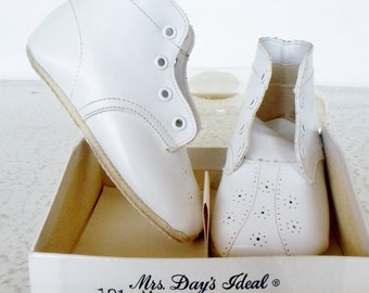 Vintage Baby Shoes Mrs Day's NOS Ideal White Leather Size 2 Original Box Socks