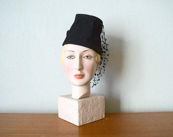 Vintage 1940s hat . black 40s felt hat