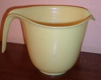 Rubbermaid 6 Cups Yellow Measuring Cup