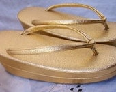 Asian Slippers ~ Sandals ~ Zori ~ Gold Lame ~ Kimono Dress Shoes ~ Vintage Japanese Shoes