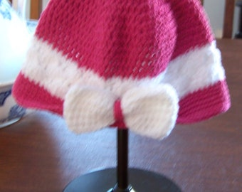 Crocheted Women's Rose Pink Cloche Hat with a Pretty White Bow / Summer Cotton Hat