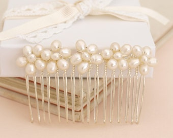 Wedding Pearl Hair Comb Bridal Hair Accessory with Ivory Real Pearl Flowers Bridesmaid Headdress Maid of Honor Head Piece Daisy