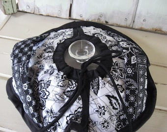 Casserole Carrier Round Pie Carrier Double Sided Quilted Fabric Black Flowers on White Print Kitchen Accessories