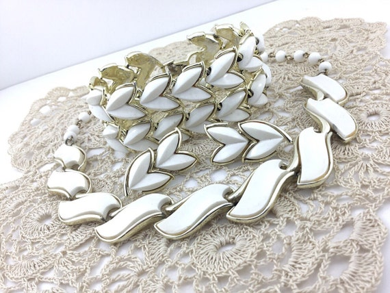 Coro Vintage White Thermoset Parure Jewelry Lot Necklace, thermoset bracelet, thermoset earrings, 1950s White Thermo Plastic.Holiday