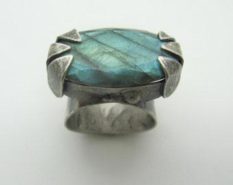 Wide Prongs Labradorite Ring