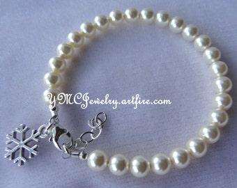 Snowflake Pearl Bracelet, Pearl Bridesmaid Bracelet, Winter Snowflake Pearl Bracelet, Snowflake Charm Bracelet, Winter Wedding Gift