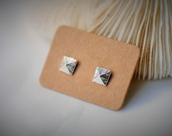 Silver Plated Earring, PETITE PYRAMID, TETRAHEDRON Stud Earring ~ 5 mm - Girls / Casual / Cutie