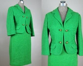 Vintage 1960s Kelly Green Suit 60s Jackie O Style Wool Boucle Suit Size 8 M 28 Waist