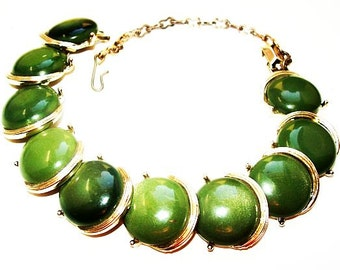 """Lisner Link Bracelet Green Thermoset Lucite Round Circle Discs Gold Metal Ext Chain 8"""" Vintage 1950s"""