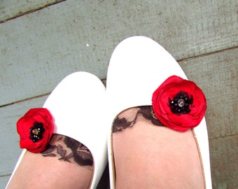 Red Poppy Shoe Clips, Red Shoe Clip, Poppy Red and Black Wedding Shoe Fabric Flowers, Lace Poppies Bridesmaids, Womens Floral Shoe Accessory
