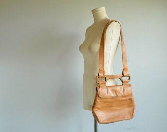 Vintage 1970s Leather Handbag / 70s Caramel Brown Convertible Leather Purse Shoulder Bag with Wood Handle