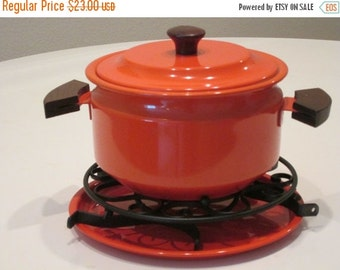 MOVING SALE Vintage One Quart Pot With Tray and Trivets. Burnt Orange