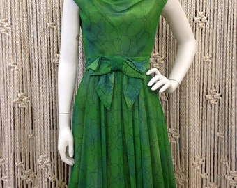 Beautiful 1960's emerald green fit and flare party dress