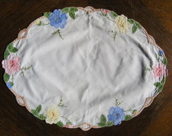 Vintage Floral Dollie, White Cotton Oval Doily with Embroidered Flowers Dolly, Floral Embroidery Dollie, Vintage Table Decoration