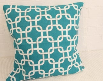 "17x17"" Turqoise & White Chain-Link Pillow Cover"