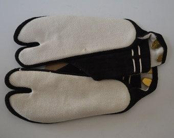 Child's black and white tabi socks, two kohaze fasteners, 100% cotton, 15 cm
