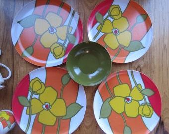Vintage Mid Century 1970s Japanese Basket Picnics Dining with Mod Flower Power Dish Set.