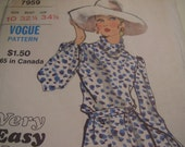 RESERVED  Vintage 1970's Vogue 7959 Dress Sewing Pattern, Size 10, Bust 32 1/2