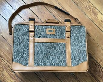 Retro Baltimore Luggage Co - Amelia Earhart Luggage - Tan and Tweed Classic