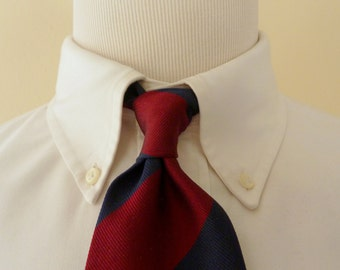 CLASSIC Vintage WOODWARD All Silk Navy Blue & Maroon Repp Striped Trad / Ivy League Neck Tie.  Made in CANADA.