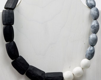 Beata White Necklace