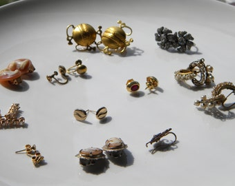 Lot of costume earrings - vintage costume jewelry