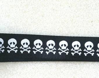 Black and White Skull Wristlet Keychain Fob