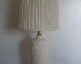 Vintage,Mid Century,Modern Ceramic Art Pottery Table Lamp in White