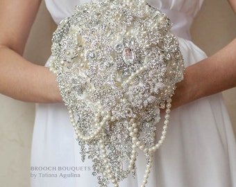 Cascading Brooch bouquet. Ivory and silver wedding brooch bouquet, Jeweled Bouquet