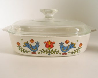 Retro Corning Ware FRIENDSHIP Country Festival Pattern with original Lid Holiday Baking Everyday Baking Dish in excellent vintage condition.