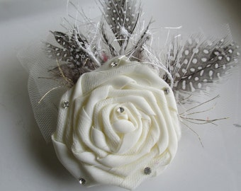 Feather Brooch, Cream Feather and Lace Brooch, Rose Hair Clip