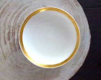 small white gold dish