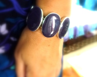purple bracelet with oval stones- plastic bracelet