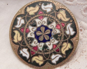 Antique Enamel Button with an Ivy Leaf Wreath