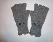 Hand-knitted grey color gloves with half fingers and knitted owl SPECIAL ORDER for boutwellm