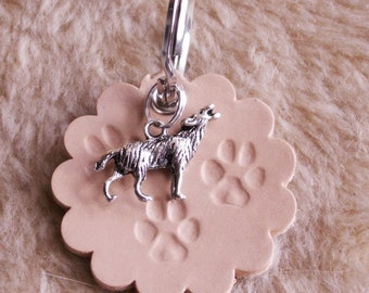 "Key ring ""3 paws Silver Wolf"", crafted from leather"