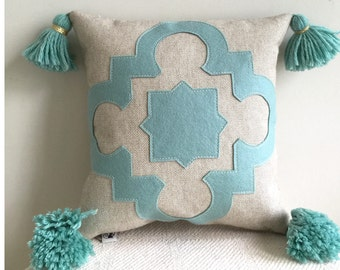 "Seafoam Quatrefoil Pillow with Wool Felt Applique on Linen with Handmade Tassels, 16"" square, Soft Turquoise and Oatmeal Linen Pillow"