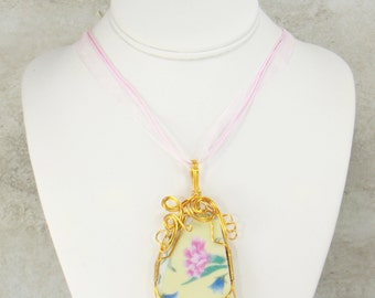 Broken China Jewelry, Wire Wrap China Pendant Necklace, Made from Vintage China Plates (2284)