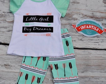 PERSONALIZED Little Girl Big Dreams Outfit, Girl Toddler Baby Inspirational, Short Sleeve Mint Raglan Top Ruffle Capri Pant Set, Peach Arrow