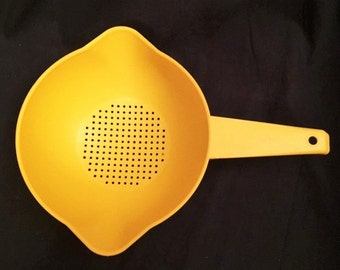 Tupperware yellow large 1 quart strainer