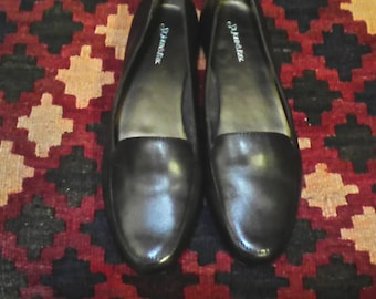 NWOB  Womens Dark Brown Loafers Size 7.0