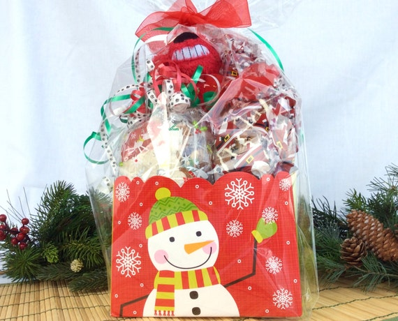 Happy Holidays Gourmet Dog Gift Basket Loaded with Treats for Dogs and Puppies