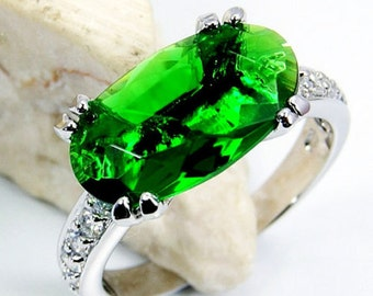 Gorgeous Green Cubic Zirconia & .925 Sterling Silver Ring Size 5.75, Q307