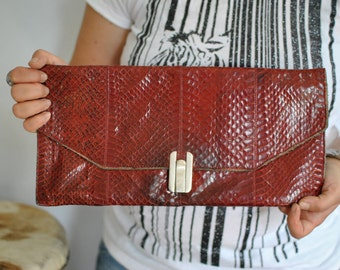 Vintage LEATHER CLUTCH ......(430)
