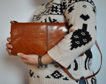 Vintage LEATHER CLUTCH  , shoulder leather bag....(316)