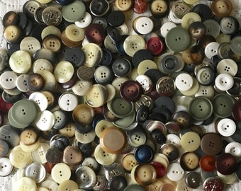 Price Reduced! Mixed Lot of 2 lbs Asst, 300+ Buttons, Vintage Plastic, Metal Buttons. Italian. Wholesale, Bulk Pricing. 1980's New Old Stock