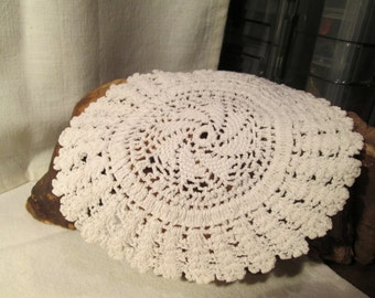 1- 4 pack of assorted doilies